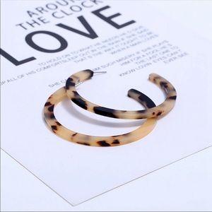 Jewelry - Tortious shell hoop earrings new